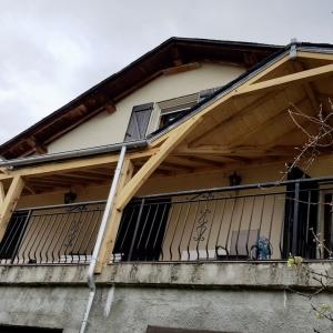 Pergola Bois avec couverture ardoise à Querigut